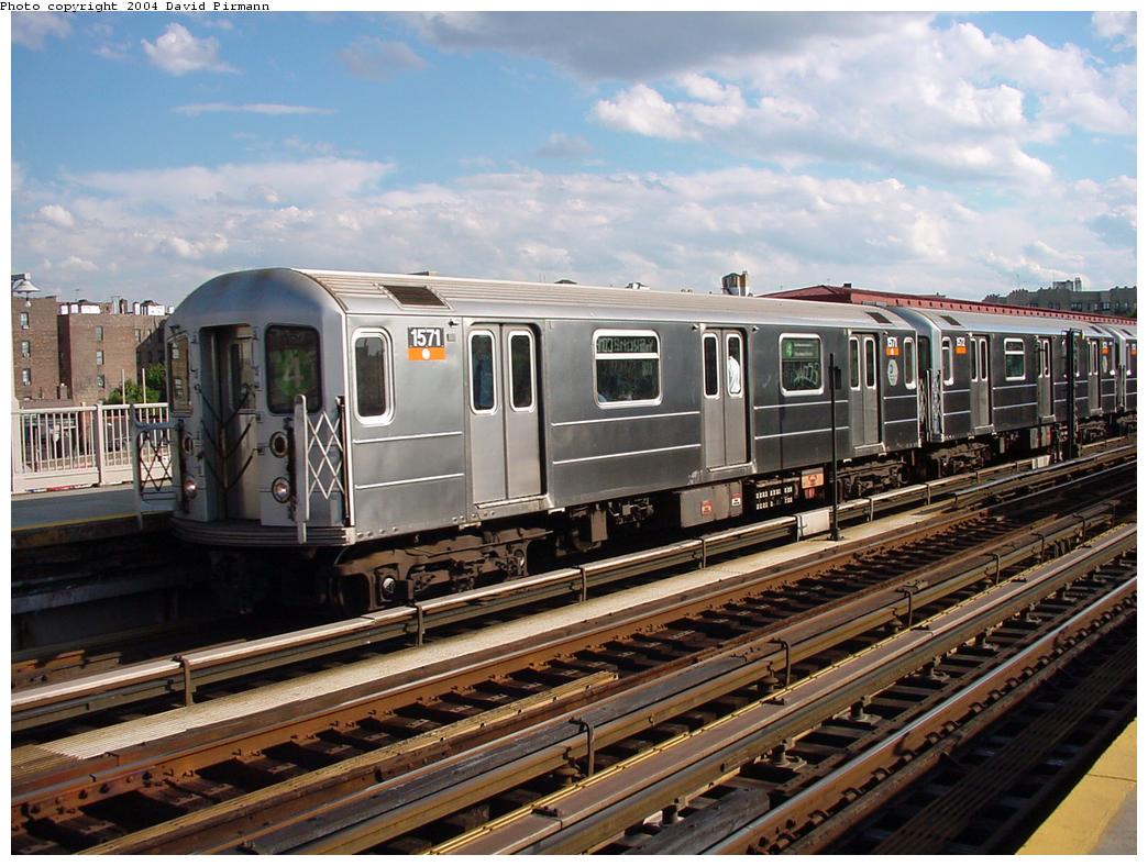 (143k, 1044x788)<br><b>Country:</b> United States<br><b>City:</b> New York<br><b>System:</b> New York City Transit<br><b>Line:</b> IRT Woodlawn Line<br><b>Location:</b> Bedford Park Boulevard <br><b>Route:</b> 4<br><b>Car:</b> R-62 (Kawasaki, 1983-1985)  1571 <br><b>Photo by:</b> David Pirmann<br><b>Date:</b> 7/12/2001<br><b>Viewed (this week/total):</b> 7 / 2754