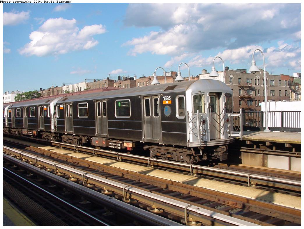 (142k, 1044x788)<br><b>Country:</b> United States<br><b>City:</b> New York<br><b>System:</b> New York City Transit<br><b>Line:</b> IRT Woodlawn Line<br><b>Location:</b> Kingsbridge Road <br><b>Route:</b> 4<br><b>Car:</b> R-62 (Kawasaki, 1983-1985)  1585 <br><b>Photo by:</b> David Pirmann<br><b>Date:</b> 7/12/2001<br><b>Viewed (this week/total):</b> 3 / 4656
