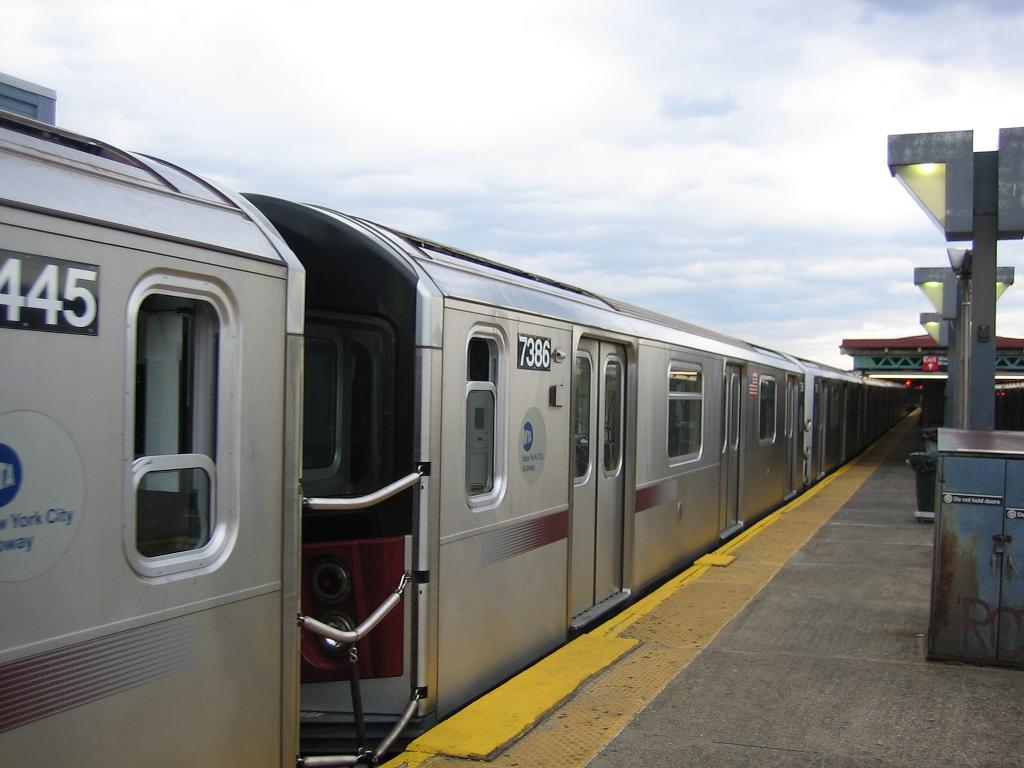 (90k, 1024x768)<br><b>Country:</b> United States<br><b>City:</b> New York<br><b>System:</b> New York City Transit<br><b>Line:</b> IRT Pelham Line<br><b>Location:</b> Pelham Bay Park <br><b>Route:</b> 6<br><b>Car:</b> R-142A (Primary Order, Kawasaki, 1999-2002)  7386 <br><b>Photo by:</b> Michael Hodurski<br><b>Date:</b> 5/21/2006<br><b>Viewed (this week/total):</b> 0 / 3324