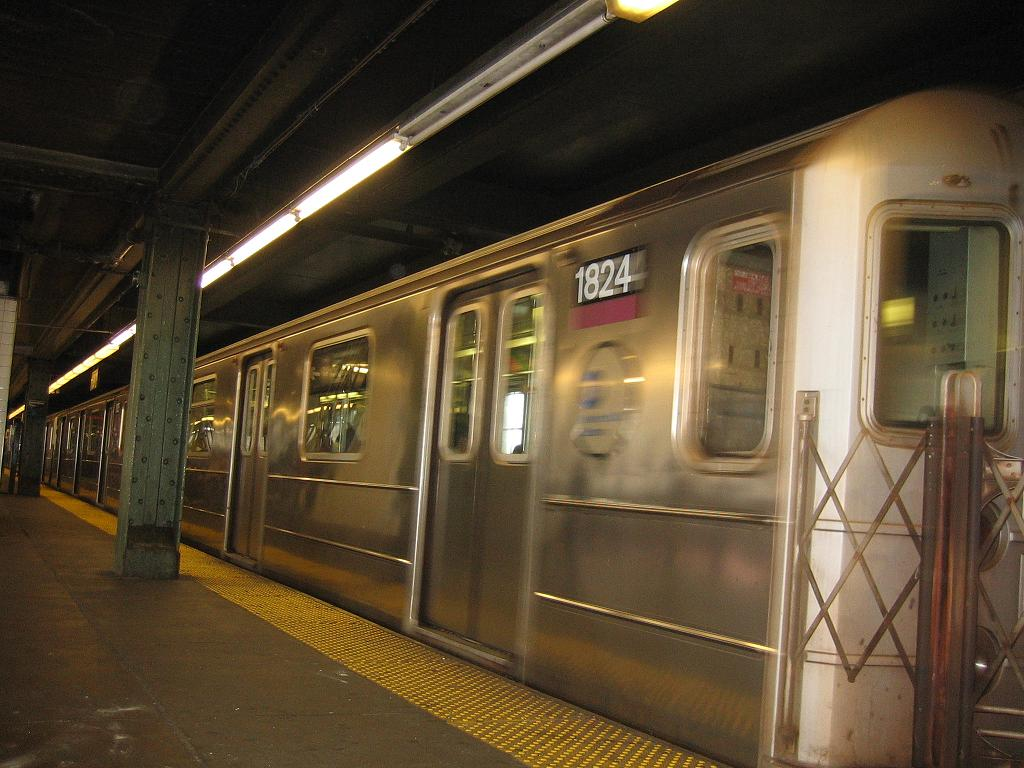 (118k, 1024x768)<br><b>Country:</b> United States<br><b>City:</b> New York<br><b>System:</b> New York City Transit<br><b>Line:</b> IRT Flushing Line<br><b>Location:</b> Queensborough Plaza <br><b>Route:</b> 7<br><b>Car:</b> R-62A (Bombardier, 1984-1987)  1824 <br><b>Photo by:</b> Michael Hodurski<br><b>Date:</b> 6/4/2006<br><b>Viewed (this week/total):</b> 2 / 2461