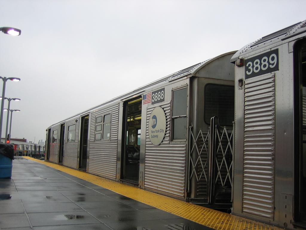 (111k, 1024x768)<br><b>Country:</b> United States<br><b>City:</b> New York<br><b>System:</b> New York City Transit<br><b>Location:</b> Coney Island/Stillwell Avenue<br><b>Route:</b> F<br><b>Car:</b> R-32 (Budd, 1964)  3888 <br><b>Photo by:</b> Michael Hodurski<br><b>Date:</b> 6/3/2006<br><b>Viewed (this week/total):</b> 0 / 1988