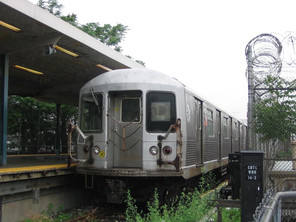(136k, 1024x768)<br><b>Country:</b> United States<br><b>City:</b> New York<br><b>System:</b> New York City Transit<br><b>Line:</b> BMT Canarsie Line<br><b>Location:</b> Rockaway Parkway <br><b>Route:</b> L<br><b>Car:</b> R-42 (St. Louis, 1969-1970)  4833 <br><b>Photo by:</b> Michael Hodurski<br><b>Date:</b> 6/8/2006<br><b>Viewed (this week/total):</b> 3 / 2342