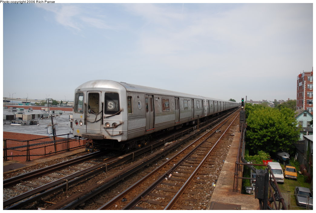 (177k, 1044x705)<br><b>Country:</b> United States<br><b>City:</b> New York<br><b>System:</b> New York City Transit<br><b>Line:</b> IND Rockaway<br><b>Location:</b> Beach 105th Street/Seaside <br><b>Route:</b> S<br><b>Car:</b> R-44 (St. Louis, 1971-73) 5434 <br><b>Photo by:</b> Richard Panse<br><b>Date:</b> 6/17/2006<br><b>Viewed (this week/total):</b> 1 / 2264