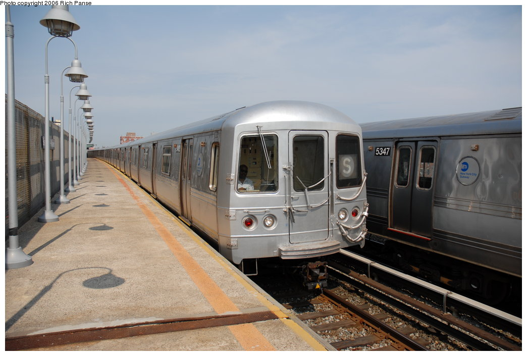 (171k, 1044x705)<br><b>Country:</b> United States<br><b>City:</b> New York<br><b>System:</b> New York City Transit<br><b>Line:</b> IND Rockaway<br><b>Location:</b> Beach 98th Street/Playland <br><b>Route:</b> S<br><b>Car:</b> R-44 (St. Louis, 1971-73) 5462 <br><b>Photo by:</b> Richard Panse<br><b>Date:</b> 6/17/2006<br><b>Viewed (this week/total):</b> 0 / 1964