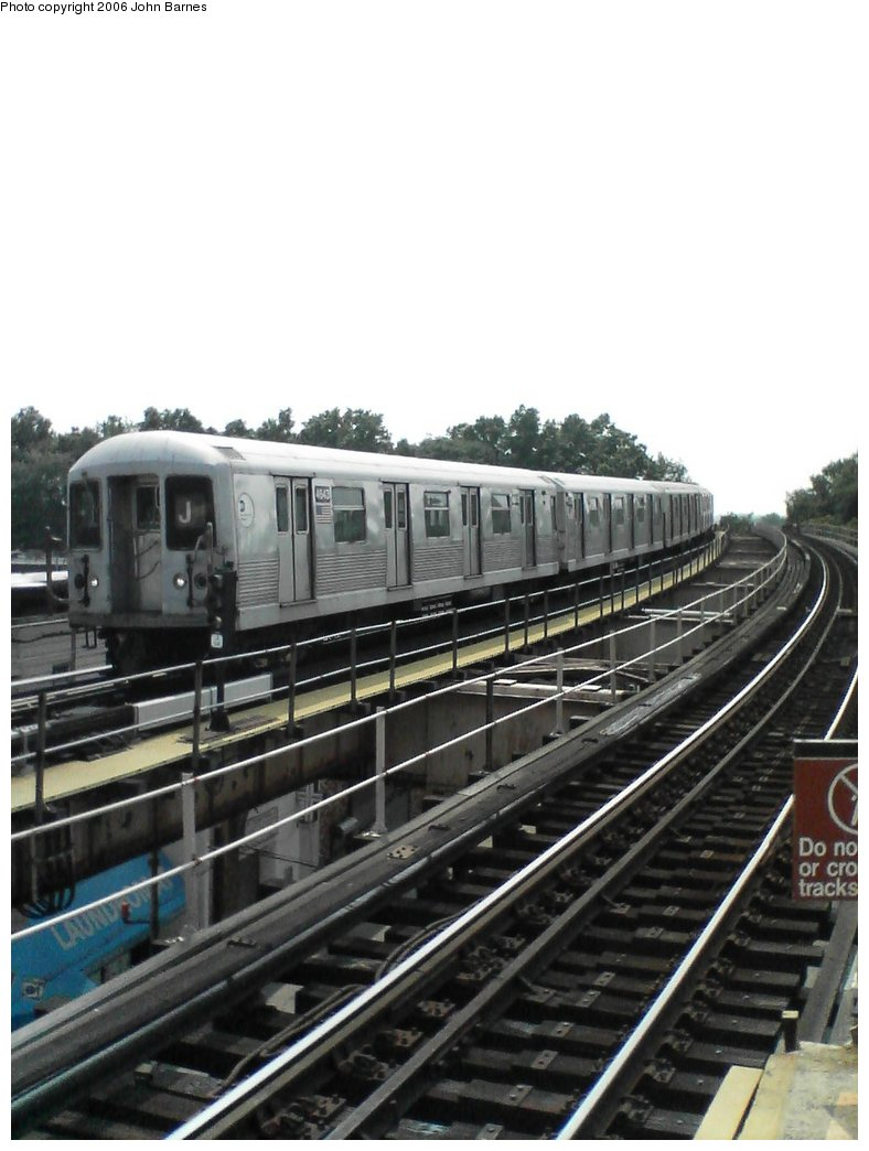 (128k, 788x1044)<br><b>Country:</b> United States<br><b>City:</b> New York<br><b>System:</b> New York City Transit<br><b>Line:</b> BMT Nassau Street/Jamaica Line<br><b>Location:</b> 102nd-104th Streets <br><b>Route:</b> J<br><b>Car:</b> R-42 (St. Louis, 1969-1970)  4643 <br><b>Photo by:</b> John Barnes<br><b>Date:</b> 7/10/2006<br><b>Viewed (this week/total):</b> 7 / 2493