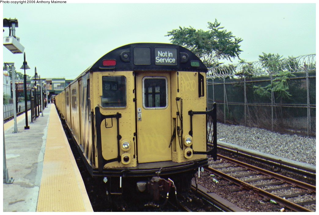 (172k, 1044x703)<br><b>Country:</b> United States<br><b>City:</b> New York<br><b>System:</b> New York City Transit<br><b>Line:</b> BMT Canarsie Line<br><b>Location:</b> East 105th Street <br><b>Route:</b> Work Service<br><b>Car:</b> R-161 Rider Car (ex-R-33)  RD404 (ex-8858)<br><b>Photo by:</b> Anthony Maimone<br><b>Date:</b> 6/25/2006<br><b>Viewed (this week/total):</b> 1 / 2193