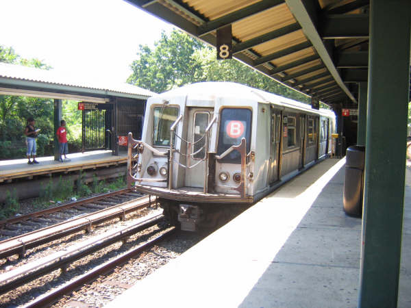 (49k, 600x450)<br><b>Country:</b> United States<br><b>City:</b> New York<br><b>System:</b> New York City Transit<br><b>Line:</b> BMT Brighton Line<br><b>Location:</b> Sheepshead Bay <br><b>Route:</b> B<br><b>Car:</b> R-40 (St. Louis, 1968)   <br><b>Photo by:</b> Professor J<br><b>Date:</b> 7/17/2006<br><b>Viewed (this week/total):</b> 8 / 2315