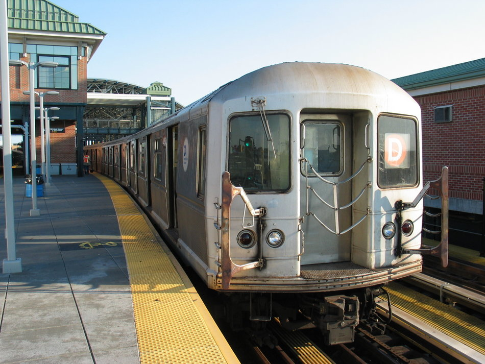(160k, 950x713)<br><b>Country:</b> United States<br><b>City:</b> New York<br><b>System:</b> New York City Transit<br><b>Location:</b> Coney Island/Stillwell Avenue<br><b>Route:</b> D<br><b>Car:</b> R-40M (St. Louis, 1969)   <br><b>Photo by:</b> David of Broadway<br><b>Date:</b> 7/16/2006<br><b>Viewed (this week/total):</b> 0 / 2136
