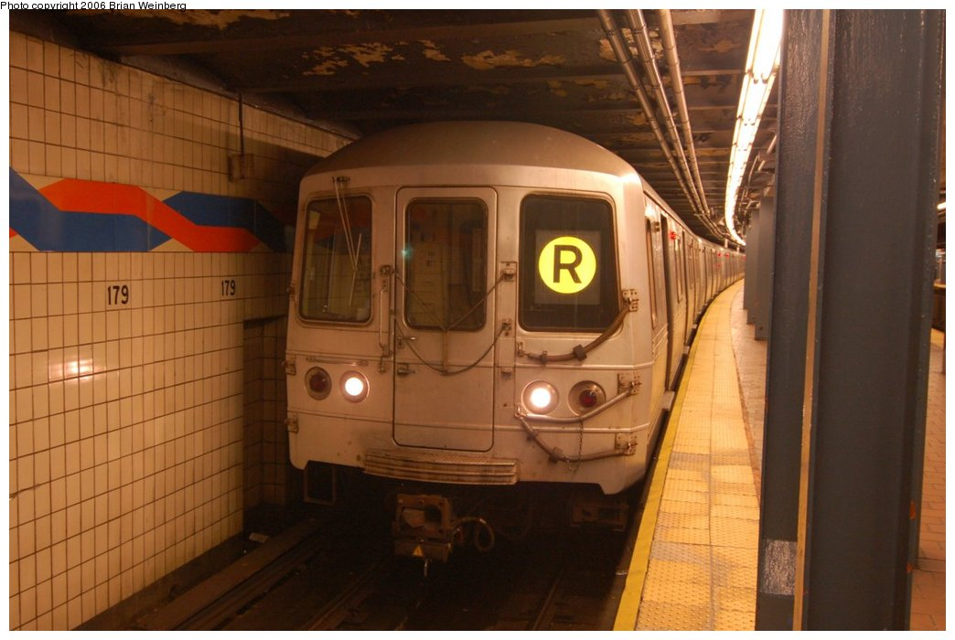 (184k, 1044x700)<br><b>Country:</b> United States<br><b>City:</b> New York<br><b>System:</b> New York City Transit<br><b>Line:</b> IND Queens Boulevard Line<br><b>Location:</b> 179th Street <br><b>Route:</b> R<br><b>Car:</b> R-46 (Pullman-Standard, 1974-75) 5886 <br><b>Photo by:</b> Brian Weinberg<br><b>Date:</b> 7/16/2006<br><b>Viewed (this week/total):</b> 0 / 3160