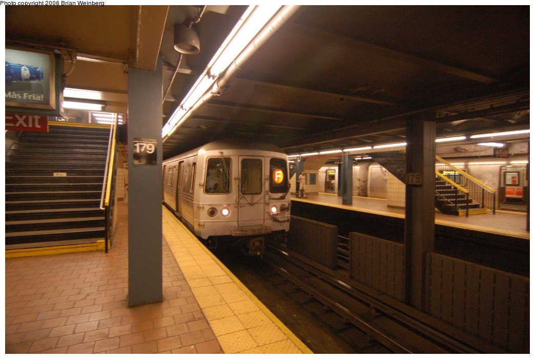 (189k, 1044x700)<br><b>Country:</b> United States<br><b>City:</b> New York<br><b>System:</b> New York City Transit<br><b>Line:</b> IND Queens Boulevard Line<br><b>Location:</b> 179th Street <br><b>Route:</b> F<br><b>Car:</b> R-46 (Pullman-Standard, 1974-75) 5574 <br><b>Photo by:</b> Brian Weinberg<br><b>Date:</b> 7/16/2006<br><b>Viewed (this week/total):</b> 1 / 4183