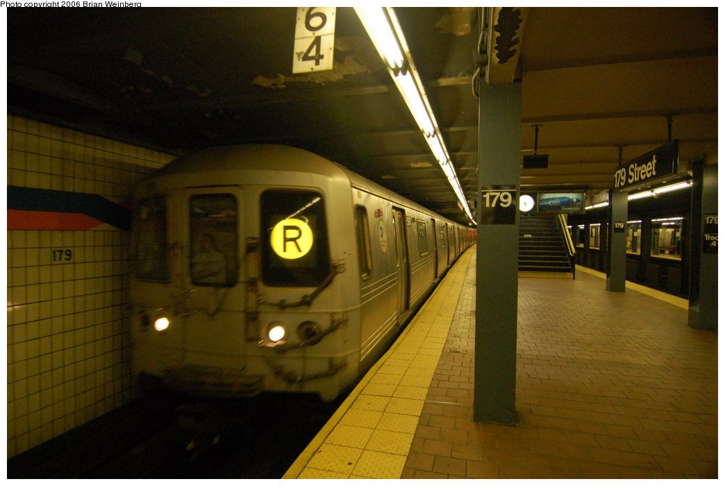 (181k, 1044x700)<br><b>Country:</b> United States<br><b>City:</b> New York<br><b>System:</b> New York City Transit<br><b>Line:</b> IND Queens Boulevard Line<br><b>Location:</b> 179th Street <br><b>Route:</b> R<br><b>Car:</b> R-46 (Pullman-Standard, 1974-75)  <br><b>Photo by:</b> Brian Weinberg<br><b>Date:</b> 7/16/2006<br><b>Viewed (this week/total):</b> 3 / 2654