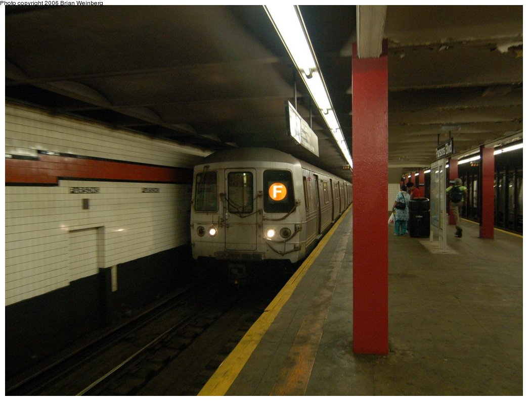 (185k, 1044x794)<br><b>Country:</b> United States<br><b>City:</b> New York<br><b>System:</b> New York City Transit<br><b>Line:</b> IND Queens Boulevard Line<br><b>Location:</b> Parsons Boulevard <br><b>Route:</b> F<br><b>Car:</b> R-46 (Pullman-Standard, 1974-75) 6156 <br><b>Photo by:</b> Brian Weinberg<br><b>Date:</b> 7/16/2006<br><b>Viewed (this week/total):</b> 3 / 3356