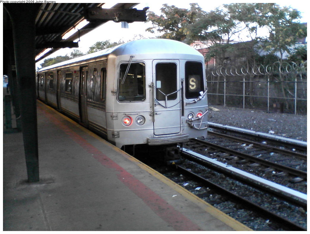 (171k, 1044x788)<br><b>Country:</b> United States<br><b>City:</b> New York<br><b>System:</b> New York City Transit<br><b>Line:</b> IND Rockaway<br><b>Location:</b> Rockaway Park/Beach 116th Street <br><b>Route:</b> S<br><b>Car:</b> R-44 (St. Louis, 1971-73) 5338 <br><b>Photo by:</b> John Barnes<br><b>Date:</b> 7/16/2006<br><b>Viewed (this week/total):</b> 2 / 1909