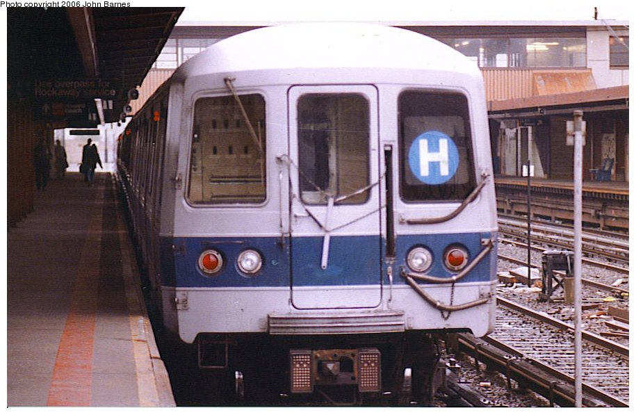 (120k, 915x597)<br><b>Country:</b> United States<br><b>City:</b> New York<br><b>System:</b> New York City Transit<br><b>Line:</b> IND Rockaway<br><b>Location:</b> Howard Beach <br><b>Route:</b> H<br><b>Car:</b> R-44 (St. Louis, 1971-73)  <br><b>Photo by:</b> John Barnes<br><b>Date:</b> 5/5/1990<br><b>Viewed (this week/total):</b> 4 / 5232