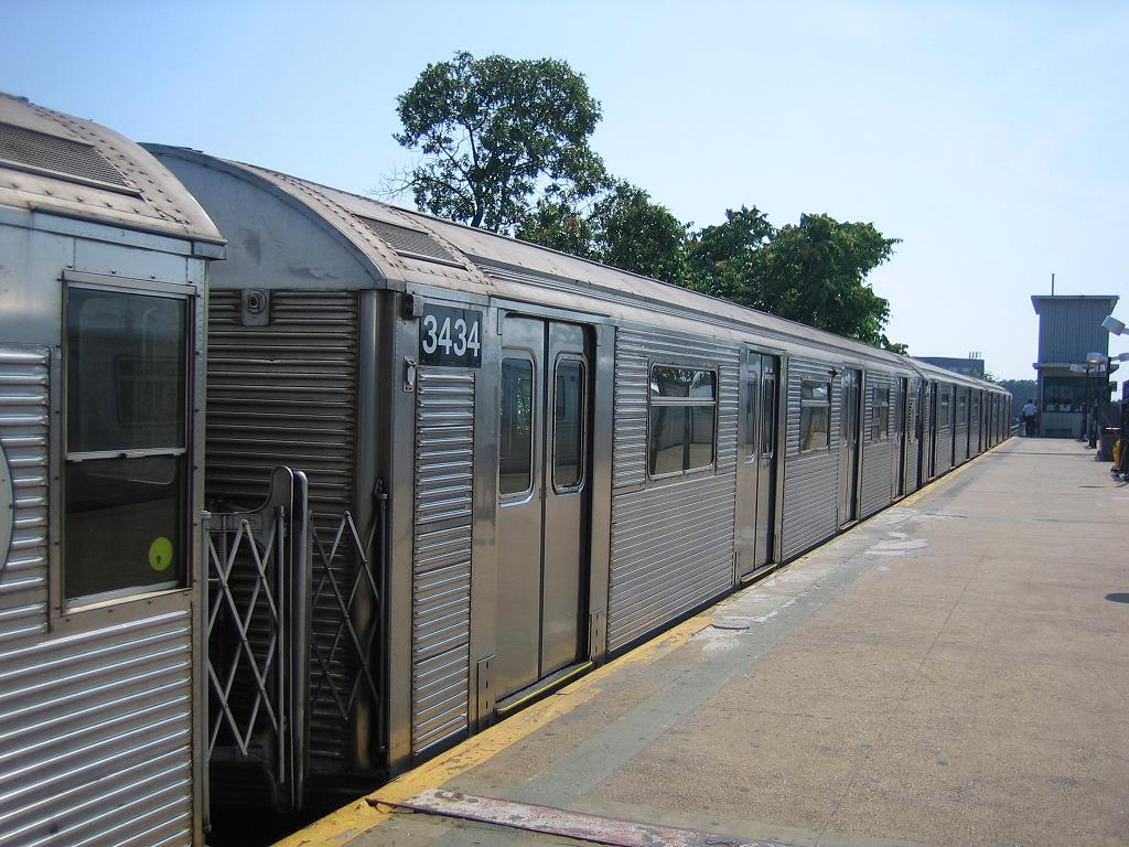 (144k, 1024x768)<br><b>Country:</b> United States<br><b>City:</b> New York<br><b>System:</b> New York City Transit<br><b>Line:</b> IND Rockaway<br><b>Location:</b> Mott Avenue/Far Rockaway <br><b>Route:</b> A<br><b>Car:</b> R-32 (Budd, 1964)  3434 <br><b>Photo by:</b> Michael Hodurski<br><b>Date:</b> 7/18/2006<br><b>Viewed (this week/total):</b> 1 / 1933