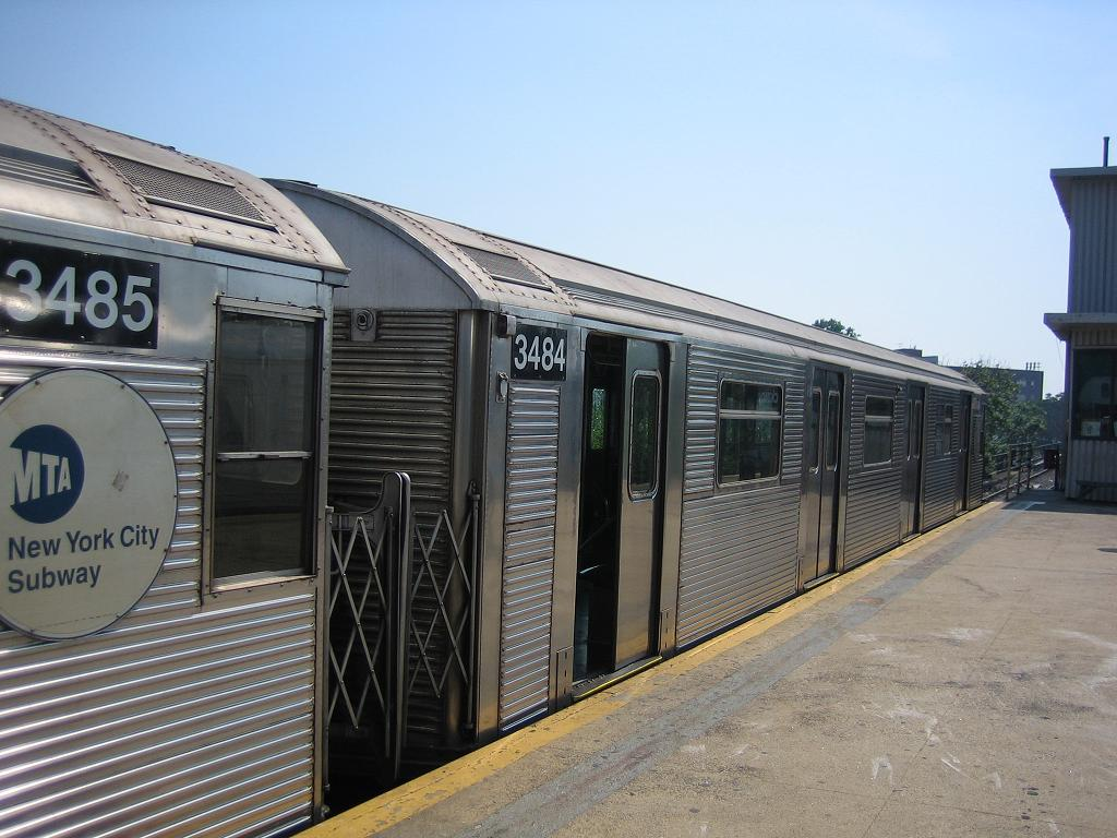 (126k, 1024x768)<br><b>Country:</b> United States<br><b>City:</b> New York<br><b>System:</b> New York City Transit<br><b>Line:</b> IND Rockaway<br><b>Location:</b> Mott Avenue/Far Rockaway <br><b>Route:</b> A<br><b>Car:</b> R-32 (Budd, 1964)  3484 <br><b>Photo by:</b> Michael Hodurski<br><b>Date:</b> 7/18/2006<br><b>Viewed (this week/total):</b> 1 / 1907