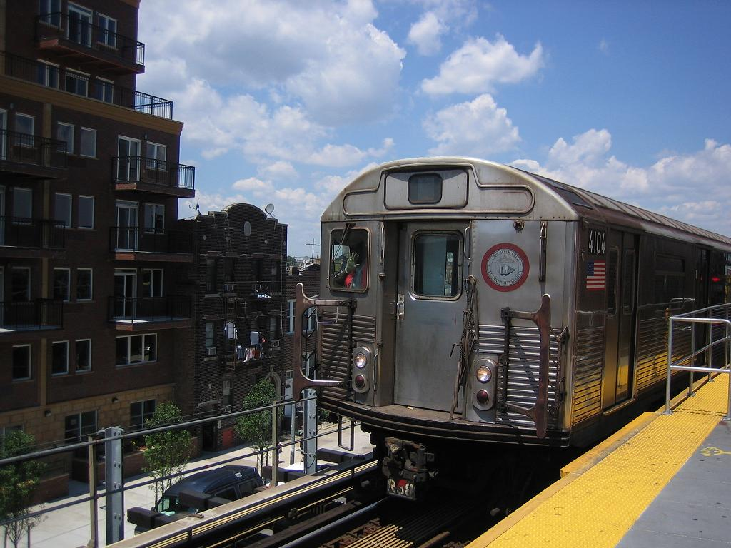 (128k, 1024x768)<br><b>Country:</b> United States<br><b>City:</b> New York<br><b>System:</b> New York City Transit<br><b>Location:</b> Coney Island/Stillwell Avenue<br><b>Route:</b> Work Service<br><b>Car:</b> R-38 (St. Louis, 1966-1967)  4104 <br><b>Photo by:</b> Michael Hodurski<br><b>Date:</b> 7/24/2006<br><b>Viewed (this week/total):</b> 4 / 1980