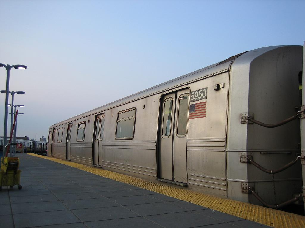 (80k, 1024x768)<br><b>Country:</b> United States<br><b>City:</b> New York<br><b>System:</b> New York City Transit<br><b>Location:</b> Coney Island/Stillwell Avenue<br><b>Route:</b> F<br><b>Car:</b> R-46 (Pullman-Standard, 1974-75) 5950 <br><b>Photo by:</b> Michael Hodurski<br><b>Date:</b> 7/26/2006<br><b>Viewed (this week/total):</b> 0 / 2266