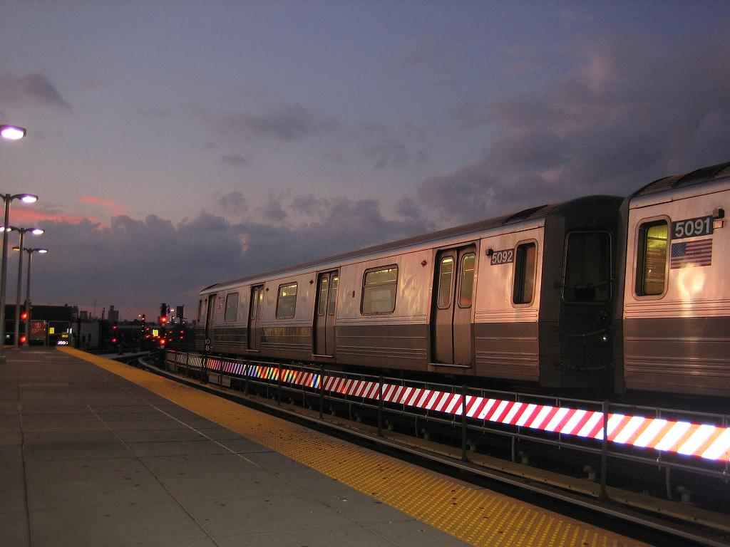 (96k, 1024x768)<br><b>Country:</b> United States<br><b>City:</b> New York<br><b>System:</b> New York City Transit<br><b>Location:</b> Coney Island/Stillwell Avenue<br><b>Route:</b> Q<br><b>Car:</b> R-68A (Kawasaki, 1988-1989)  5092 <br><b>Photo by:</b> Michael Hodurski<br><b>Date:</b> 7/28/2006<br><b>Viewed (this week/total):</b> 3 / 2351