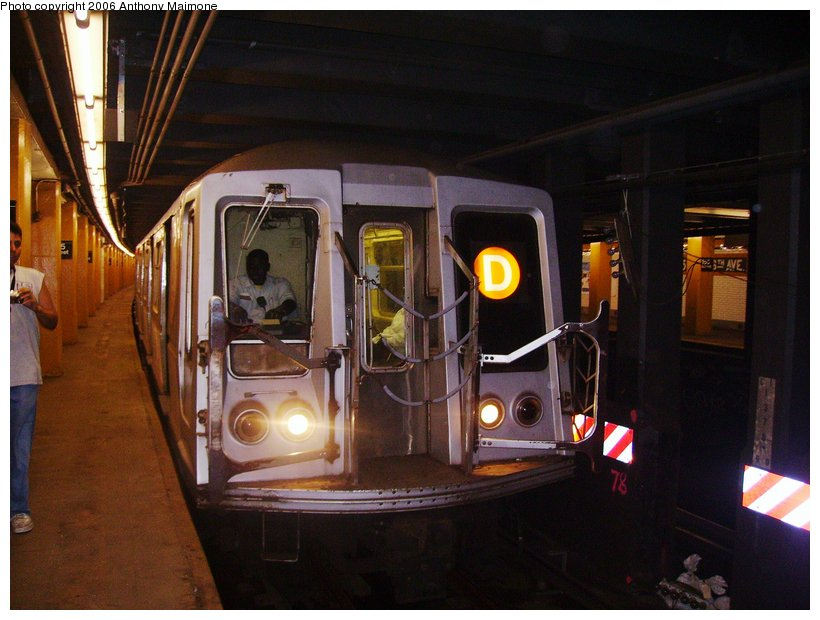 (104k, 820x620)<br><b>Country:</b> United States<br><b>City:</b> New York<br><b>System:</b> New York City Transit<br><b>Line:</b> IND Concourse Line<br><b>Location:</b> 155th Street/8th Avenue <br><b>Route:</b> D<br><b>Car:</b> R-40 (St. Louis, 1968)  4206 <br><b>Photo by:</b> Anthony Maimone<br><b>Date:</b> 7/29/2006<br><b>Notes:</b> R40 extra train on Yankees special service.<br><b>Viewed (this week/total):</b> 2 / 6112