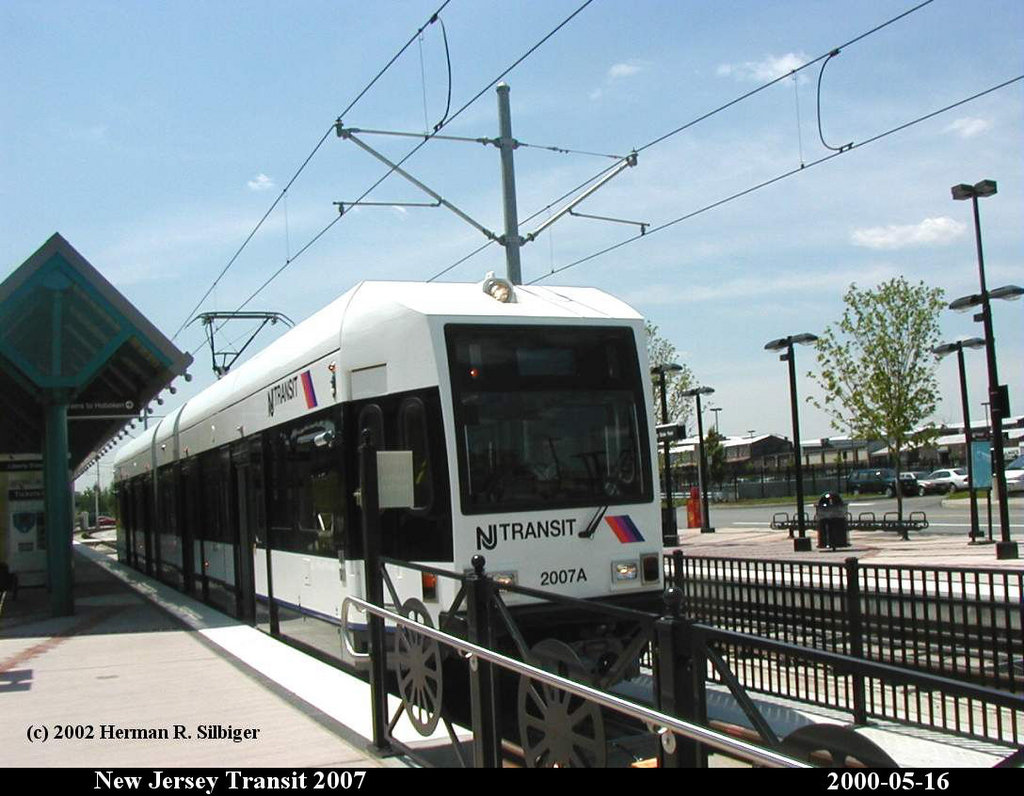 (173k, 1024x796)<br><b>Country:</b> United States<br><b>City:</b> Jersey City, NJ<br><b>System:</b> Hudson Bergen Light Rail<br><b>Location:</b> Liberty State Park <br><b>Car:</b> NJT-HBLR LRV (Kinki-Sharyo, 1998-99)  2007 <br><b>Photo by:</b> Herman R. Silbiger<br><b>Date:</b> 5/16/2000<br><b>Viewed (this week/total):</b> 4 / 986