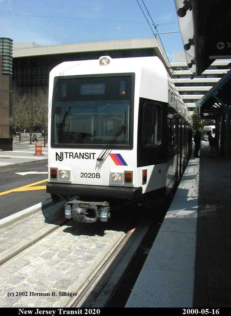 (153k, 747x1023)<br><b>Country:</b> United States<br><b>City:</b> Jersey City, NJ<br><b>System:</b> Hudson Bergen Light Rail<br><b>Location:</b> Exchange Place <br><b>Car:</b> NJT-HBLR LRV (Kinki-Sharyo, 1998-99)  2020 <br><b>Photo by:</b> Herman R. Silbiger<br><b>Date:</b> 5/16/2000<br><b>Viewed (this week/total):</b> 2 / 1120