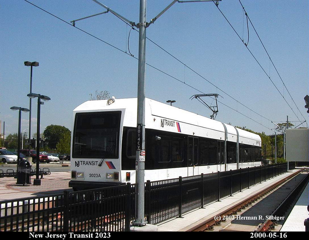 (207k, 1024x796)<br><b>Country:</b> United States<br><b>City:</b> Jersey City, NJ<br><b>System:</b> Hudson Bergen Light Rail<br><b>Location:</b> Liberty State Park <br><b>Car:</b> NJT-HBLR LRV (Kinki-Sharyo, 1998-99)  2023 <br><b>Photo by:</b> Herman R. Silbiger<br><b>Date:</b> 5/16/2000<br><b>Viewed (this week/total):</b> 1 / 879