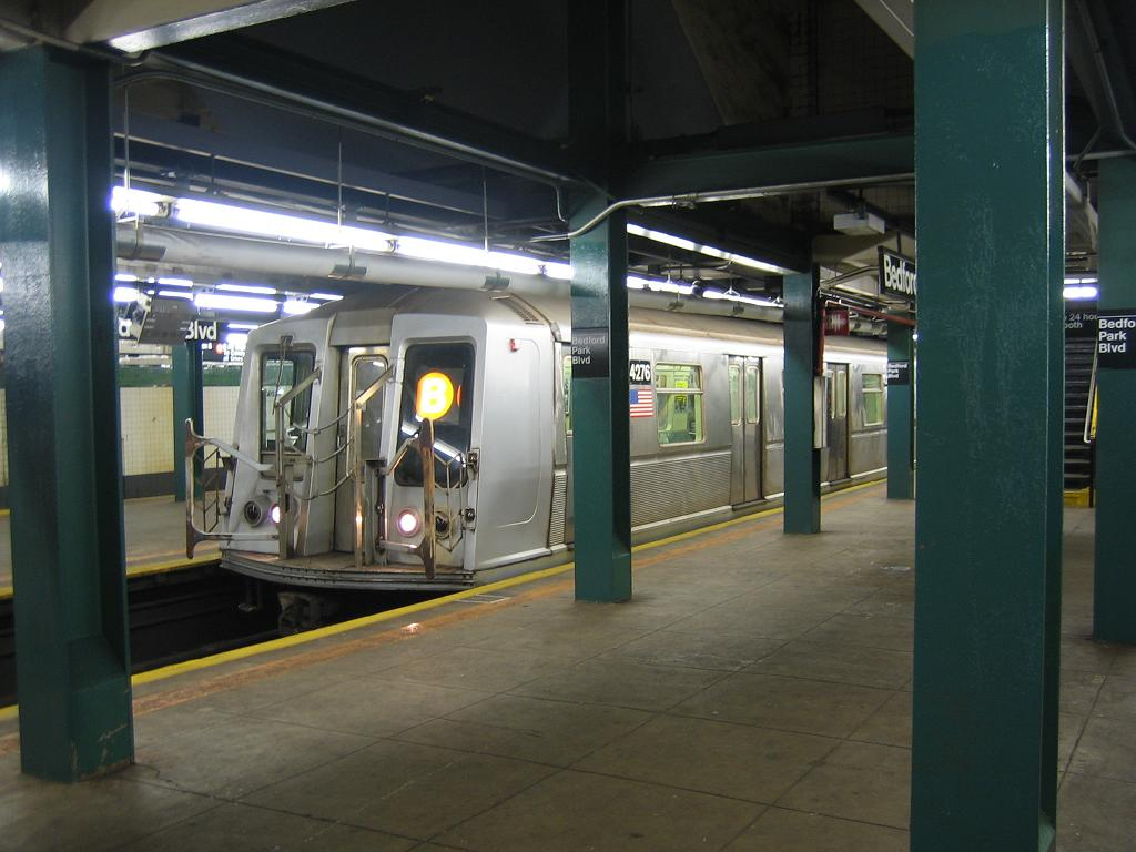 (100k, 1024x768)<br><b>Country:</b> United States<br><b>City:</b> New York<br><b>System:</b> New York City Transit<br><b>Line:</b> IND Concourse Line<br><b>Location:</b> Bedford Park Boulevard <br><b>Route:</b> B<br><b>Car:</b> R-40 (St. Louis, 1968)  4276 <br><b>Photo by:</b> Michael Hodurski<br><b>Date:</b> 8/10/2006<br><b>Viewed (this week/total):</b> 2 / 2271