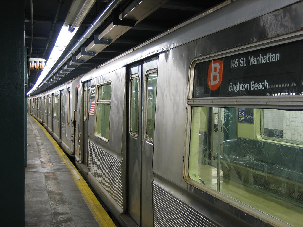 (131k, 1024x768)<br><b>Country:</b> United States<br><b>City:</b> New York<br><b>System:</b> New York City Transit<br><b>Line:</b> IND Concourse Line<br><b>Location:</b> Bedford Park Boulevard <br><b>Route:</b> B<br><b>Car:</b> R-40 (St. Louis, 1968)  4298 <br><b>Photo by:</b> Michael Hodurski<br><b>Date:</b> 8/10/2006<br><b>Viewed (this week/total):</b> 2 / 2964