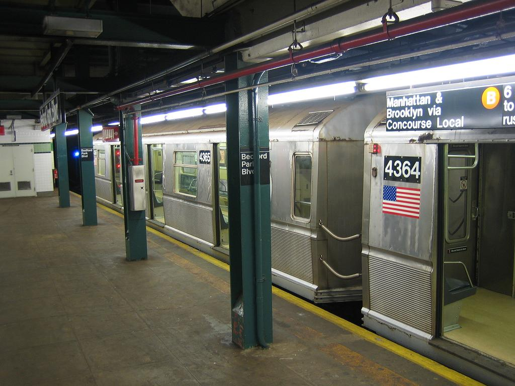 (126k, 1024x768)<br><b>Country:</b> United States<br><b>City:</b> New York<br><b>System:</b> New York City Transit<br><b>Line:</b> IND Concourse Line<br><b>Location:</b> Bedford Park Boulevard <br><b>Route:</b> B<br><b>Car:</b> R-40 (St. Louis, 1968)  4365 <br><b>Photo by:</b> Michael Hodurski<br><b>Date:</b> 8/11/2006<br><b>Viewed (this week/total):</b> 0 / 2663