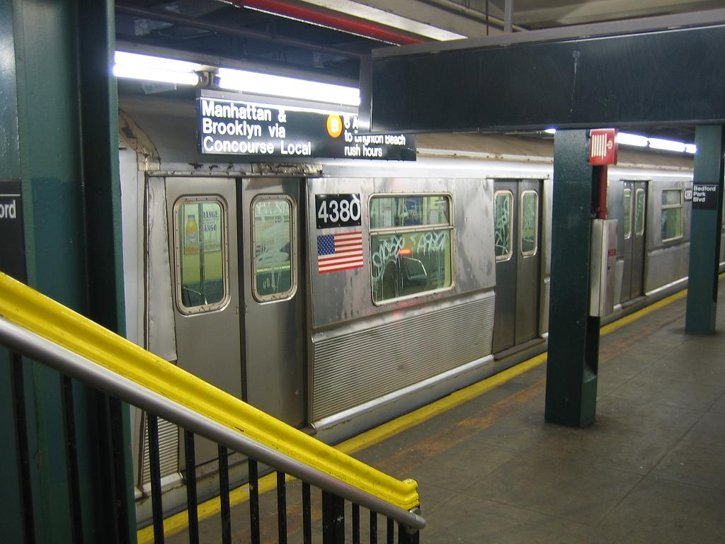(111k, 1024x768)<br><b>Country:</b> United States<br><b>City:</b> New York<br><b>System:</b> New York City Transit<br><b>Line:</b> IND Concourse Line<br><b>Location:</b> Bedford Park Boulevard <br><b>Route:</b> B<br><b>Car:</b> R-40 (St. Louis, 1968)  4380 <br><b>Photo by:</b> Michael Hodurski<br><b>Date:</b> 8/11/2006<br><b>Viewed (this week/total):</b> 5 / 2716