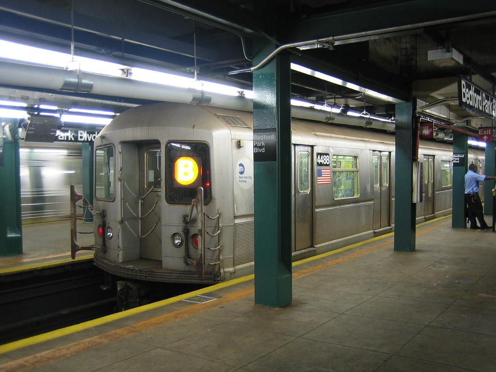 (115k, 1024x768)<br><b>Country:</b> United States<br><b>City:</b> New York<br><b>System:</b> New York City Transit<br><b>Line:</b> IND Concourse Line<br><b>Location:</b> Bedford Park Boulevard <br><b>Route:</b> B<br><b>Car:</b> R-40M (St. Louis, 1969)  4486 <br><b>Photo by:</b> Michael Hodurski<br><b>Date:</b> 8/10/2006<br><b>Viewed (this week/total):</b> 3 / 2087