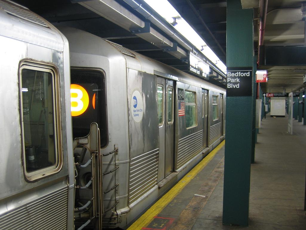 (115k, 1024x768)<br><b>Country:</b> United States<br><b>City:</b> New York<br><b>System:</b> New York City Transit<br><b>Line:</b> IND Concourse Line<br><b>Location:</b> Bedford Park Boulevard <br><b>Route:</b> B<br><b>Car:</b> R-42 (St. Louis, 1969-1970)  4948 <br><b>Photo by:</b> Michael Hodurski<br><b>Date:</b> 8/11/2006<br><b>Viewed (this week/total):</b> 1 / 2837