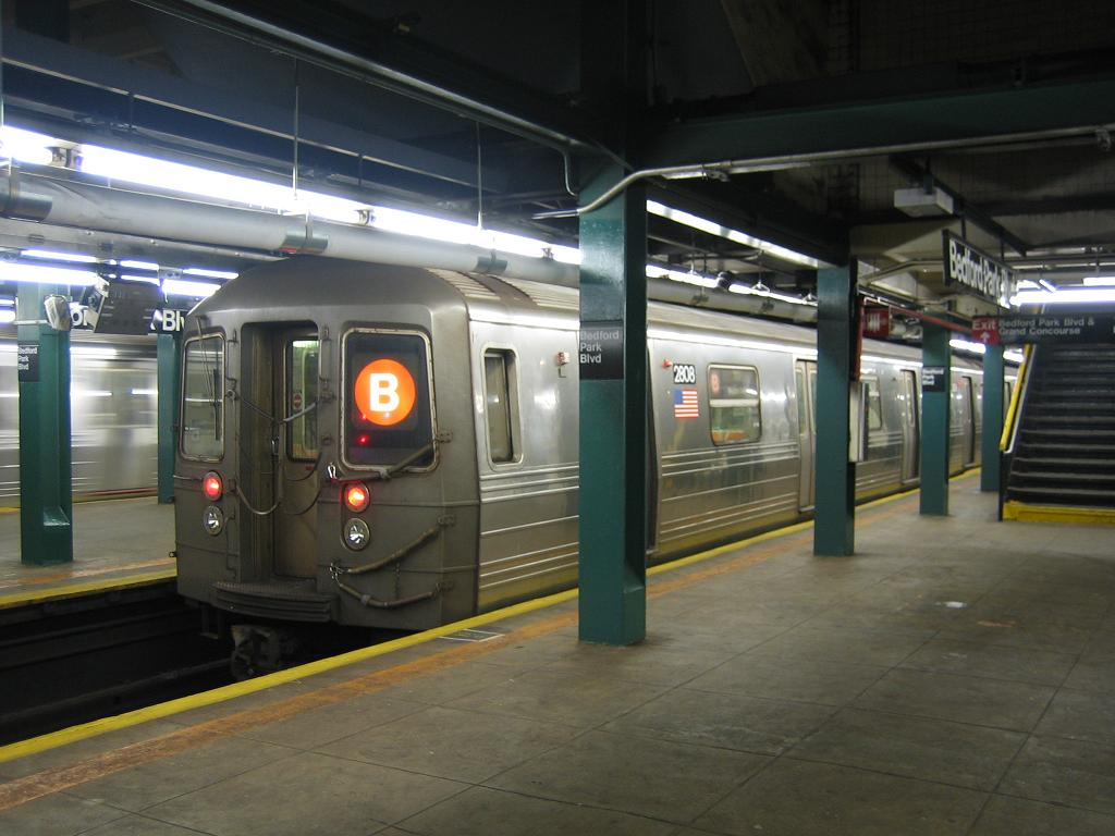 (102k, 1024x768)<br><b>Country:</b> United States<br><b>City:</b> New York<br><b>System:</b> New York City Transit<br><b>Line:</b> IND Concourse Line<br><b>Location:</b> Bedford Park Boulevard <br><b>Route:</b> B<br><b>Car:</b> R-68 (Westinghouse-Amrail, 1986-1988)  2808 <br><b>Photo by:</b> Michael Hodurski<br><b>Date:</b> 8/10/2006<br><b>Viewed (this week/total):</b> 0 / 2360