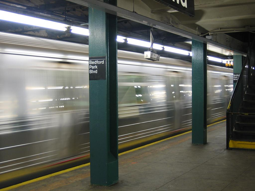 (99k, 1024x768)<br><b>Country:</b> United States<br><b>City:</b> New York<br><b>System:</b> New York City Transit<br><b>Line:</b> IND Concourse Line<br><b>Location:</b> Bedford Park Boulevard <br><b>Route:</b> B<br><b>Car:</b> R-68 (Westinghouse-Amrail, 1986-1988)   <br><b>Photo by:</b> Michael Hodurski<br><b>Date:</b> 8/10/2006<br><b>Viewed (this week/total):</b> 1 / 1909