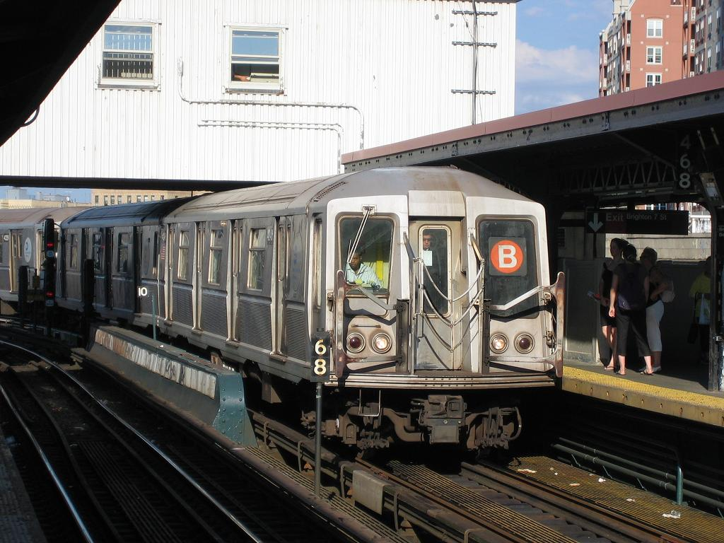 (144k, 1024x768)<br><b>Country:</b> United States<br><b>City:</b> New York<br><b>System:</b> New York City Transit<br><b>Line:</b> BMT Brighton Line<br><b>Location:</b> Brighton Beach <br><b>Route:</b> B<br><b>Car:</b> R-40 (St. Louis, 1968)  4246 <br><b>Photo by:</b> Michael Hodurski<br><b>Date:</b> 8/8/2006<br><b>Viewed (this week/total):</b> 2 / 2647