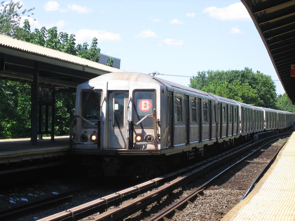 (142k, 1024x768)<br><b>Country:</b> United States<br><b>City:</b> New York<br><b>System:</b> New York City Transit<br><b>Line:</b> BMT Brighton Line<br><b>Location:</b> Sheepshead Bay <br><b>Route:</b> B<br><b>Car:</b> R-40 (St. Louis, 1968)   <br><b>Photo by:</b> Michael Hodurski<br><b>Date:</b> 8/11/2006<br><b>Viewed (this week/total):</b> 0 / 1987