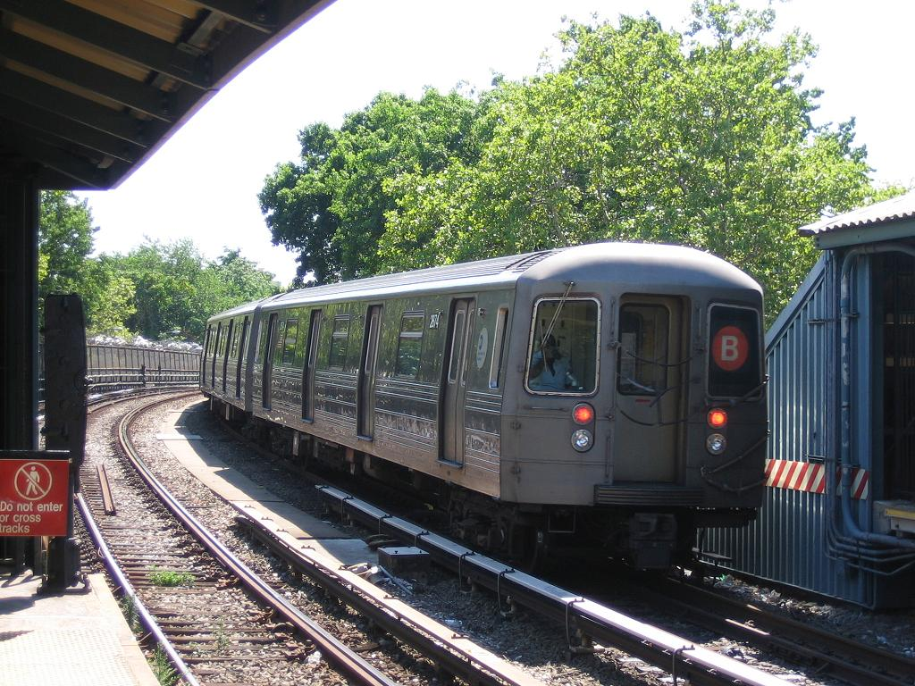 (190k, 1024x768)<br><b>Country:</b> United States<br><b>City:</b> New York<br><b>System:</b> New York City Transit<br><b>Line:</b> BMT Brighton Line<br><b>Location:</b> Sheepshead Bay <br><b>Route:</b> B<br><b>Car:</b> R-68 (Westinghouse-Amrail, 1986-1988)  2874 <br><b>Photo by:</b> Michael Hodurski<br><b>Date:</b> 8/11/2006<br><b>Viewed (this week/total):</b> 0 / 2172