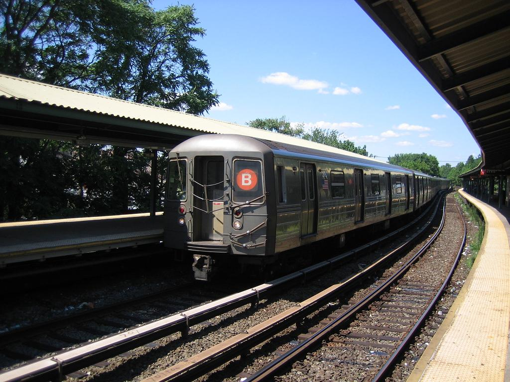 (167k, 1024x768)<br><b>Country:</b> United States<br><b>City:</b> New York<br><b>System:</b> New York City Transit<br><b>Line:</b> BMT Brighton Line<br><b>Location:</b> Sheepshead Bay <br><b>Route:</b> B<br><b>Car:</b> R-68 (Westinghouse-Amrail, 1986-1988)  2890 <br><b>Photo by:</b> Michael Hodurski<br><b>Date:</b> 8/11/2006<br><b>Viewed (this week/total):</b> 2 / 2184