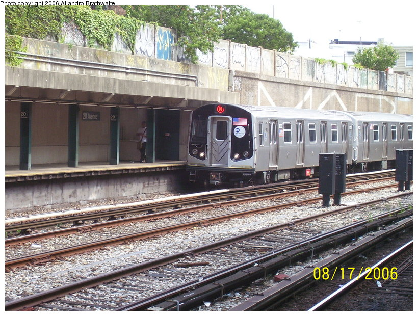 (180k, 820x620)<br><b>Country:</b> United States<br><b>City:</b> New York<br><b>System:</b> New York City Transit<br><b>Line:</b> BMT Sea Beach Line<br><b>Location:</b> Bay Parkway (22nd Avenue) <br><b>Route:</b> N<br><b>Car:</b> R-160B (Kawasaki, 2005-2008)  8722 <br><b>Photo by:</b> Aliandro Brathwaite<br><b>Date:</b> 8/17/2006<br><b>Notes:</b> First day of revenue service of the R-160B fleet as part of the 30-day test.<br><b>Viewed (this week/total):</b> 2 / 2752