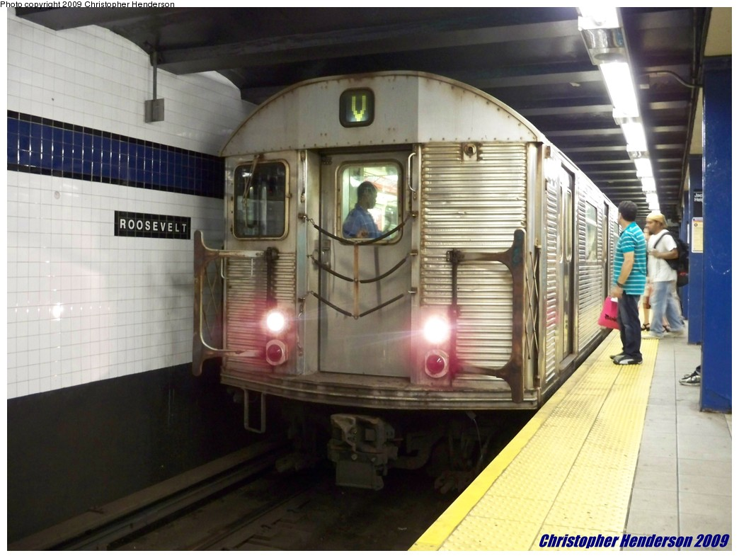(177k, 1044x788)<br><b>Country:</b> United States<br><b>City:</b> New York<br><b>System:</b> New York City Transit<br><b>Line:</b> IND Queens Boulevard Line<br><b>Location:</b> Roosevelt Avenue <br><b>Route:</b> V<br><b>Car:</b> R-32 (Budd, 1964)  3501 <br><b>Photo by:</b> Christopher Henderson<br><b>Date:</b> 8/3/2009<br><b>Viewed (this week/total):</b> 1 / 760