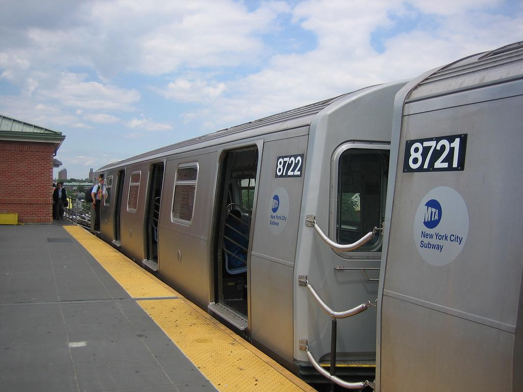 (91k, 1024x768)<br><b>Country:</b> United States<br><b>City:</b> New York<br><b>System:</b> New York City Transit<br><b>Location:</b> Coney Island/Stillwell Avenue<br><b>Route:</b> N<br><b>Car:</b> R-160B (Kawasaki, 2005-2008)  8722 <br><b>Photo by:</b> Michael Hodurski<br><b>Date:</b> 8/17/2006<br><b>Viewed (this week/total):</b> 3 / 2501