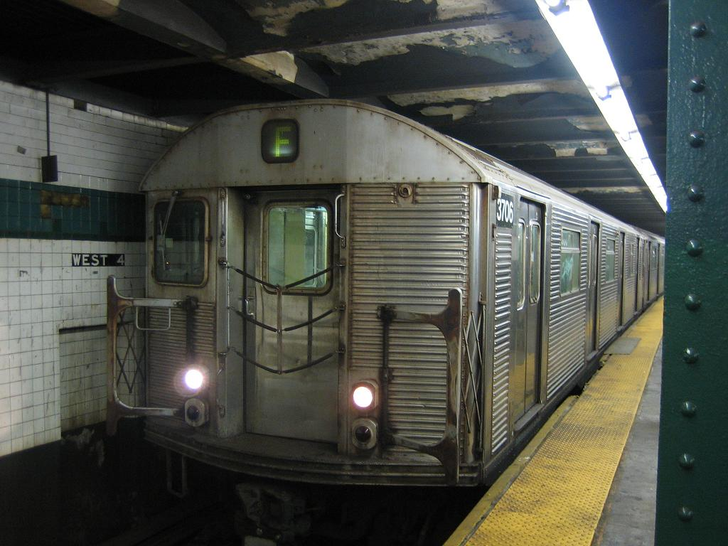 (115k, 1024x768)<br><b>Country:</b> United States<br><b>City:</b> New York<br><b>System:</b> New York City Transit<br><b>Line:</b> IND 6th Avenue Line<br><b>Location:</b> West 4th Street/Washington Square <br><b>Route:</b> F<br><b>Car:</b> R-32 (Budd, 1964)  3706 <br><b>Photo by:</b> Michael Hodurski<br><b>Date:</b> 8/12/2006<br><b>Notes:</b> Northbound platform.<br><b>Viewed (this week/total):</b> 0 / 3013