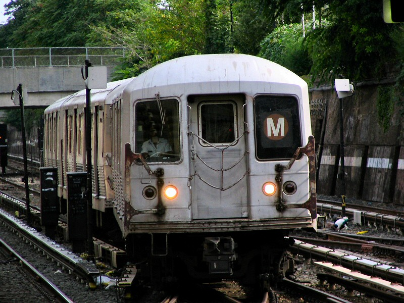 (182k, 800x600)<br><b>Country:</b> United States<br><b>City:</b> New York<br><b>System:</b> New York City Transit<br><b>Line:</b> BMT Sea Beach Line<br><b>Location:</b> Kings Highway <br><b>Route:</b> M<br><b>Car:</b> R-42 (St. Louis, 1969-1970)   <br><b>Photo by:</b> Dante D. Angerville<br><b>Date:</b> 8/22/2006<br><b>Viewed (this week/total):</b> 5 / 2220