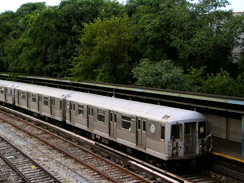 (232k, 800x600)<br><b>Country:</b> United States<br><b>City:</b> New York<br><b>System:</b> New York City Transit<br><b>Line:</b> BMT Sea Beach Line<br><b>Location:</b> 8th Avenue <br><b>Route:</b> M<br><b>Car:</b> R-42 (St. Louis, 1969-1970)  4642 <br><b>Photo by:</b> Dante D. Angerville<br><b>Date:</b> 8/22/2006<br><b>Viewed (this week/total):</b> 3 / 1633