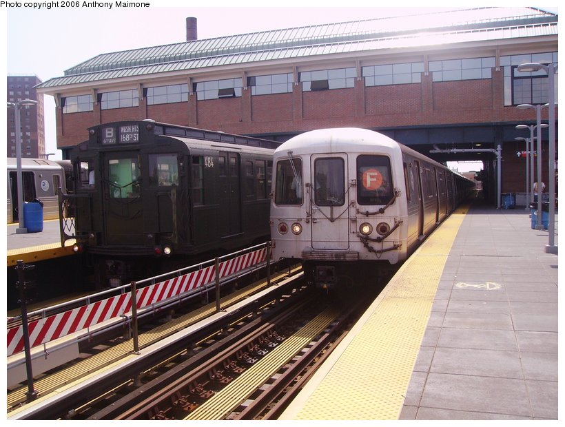 (133k, 820x620)<br><b>Country:</b> United States<br><b>City:</b> New York<br><b>System:</b> New York City Transit<br><b>Location:</b> Coney Island/Stillwell Avenue<br><b>Route:</b> Fan Trip<br><b>Car:</b> R-4 (American Car & Foundry, 1932-1933) 484 <br><b>Photo by:</b> Anthony Maimone<br><b>Date:</b> 8/20/2006<br><b>Notes:</b> With R46 on F.<br><b>Viewed (this week/total):</b> 3 / 2185
