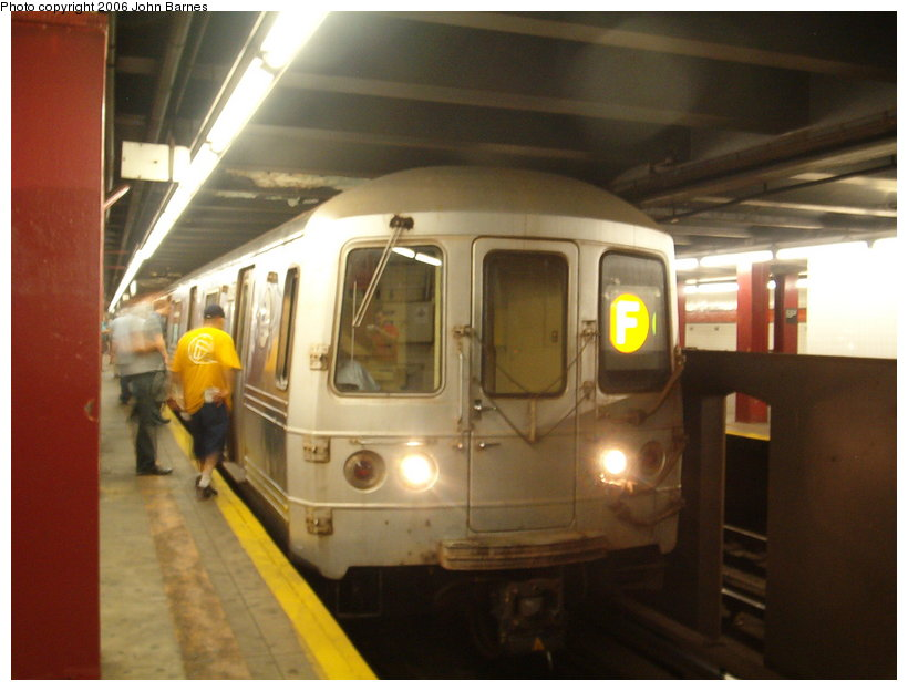 (90k, 820x624)<br><b>Country:</b> United States<br><b>City:</b> New York<br><b>System:</b> New York City Transit<br><b>Line:</b> IND 6th Avenue Line<br><b>Location:</b> 47-50th Street/Rockefeller Center <br><b>Route:</b> F<br><b>Car:</b> R-46 (Pullman-Standard, 1974-75) 6028 <br><b>Photo by:</b> John Barnes<br><b>Date:</b> 8/26/2006<br><b>Viewed (this week/total):</b> 1 / 2560