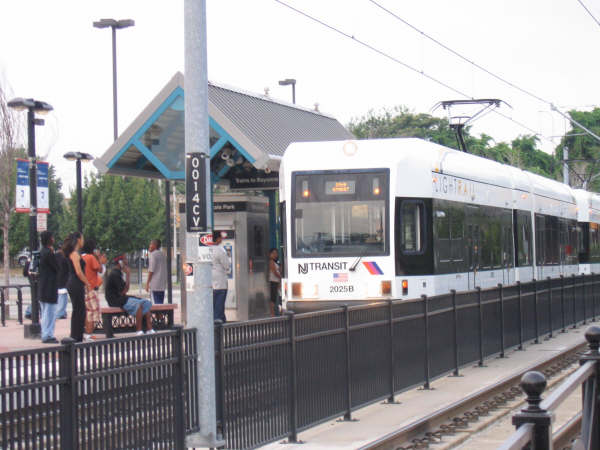 (41k, 600x450)<br><b>Country:</b> United States<br><b>City:</b> Jersey City, NJ<br><b>System:</b> Hudson Bergen Light Rail<br><b>Location:</b> Liberty State Park <br><b>Car:</b> NJT-HBLR LRV (Kinki-Sharyo, 1998-99)  2025 <br><b>Photo by:</b> Professor J<br><b>Date:</b> 8/26/2006<br><b>Viewed (this week/total):</b> 0 / 1245