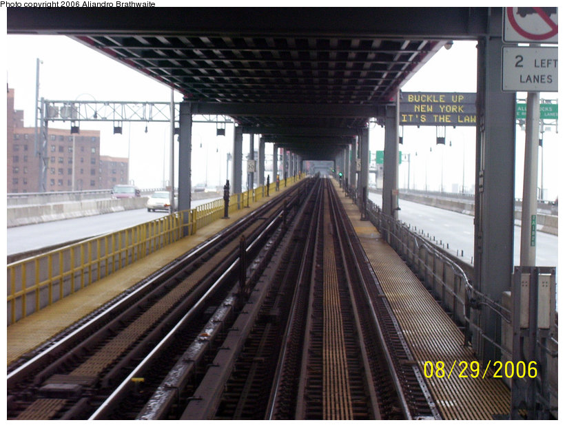 (156k, 820x620)<br><b>Country:</b> United States<br><b>City:</b> New York<br><b>System:</b> New York City Transit<br><b>Line:</b> BMT Nassau Street/Jamaica Line<br><b>Location:</b> Williamsburg Bridge<br><b>Photo by:</b> Aliandro Brathwaite<br><b>Date:</b> 8/29/2006<br><b>Viewed (this week/total):</b> 0 / 2341