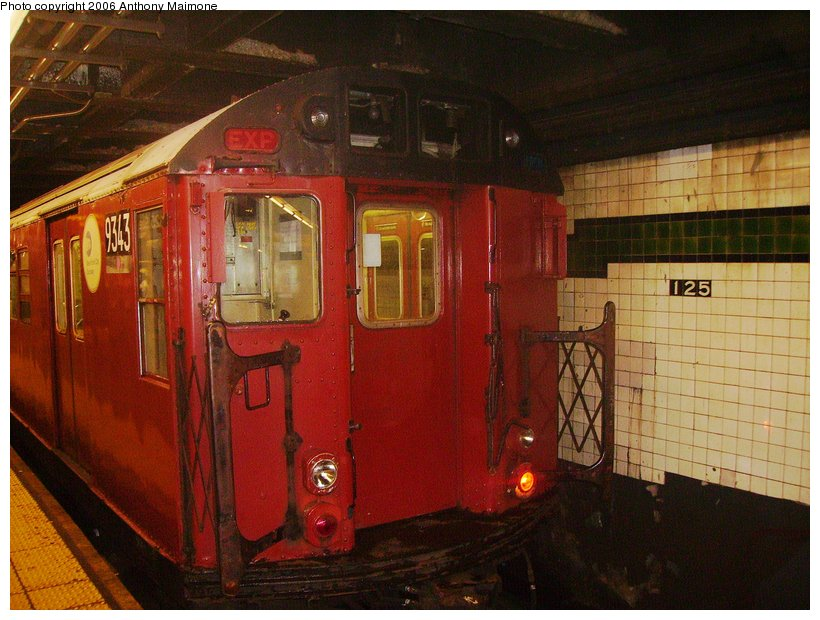 (122k, 820x620)<br><b>Country:</b> United States<br><b>City:</b> New York<br><b>System:</b> New York City Transit<br><b>Line:</b> IND 8th Avenue Line<br><b>Location:</b> 125th Street <br><b>Route:</b> Work Service<br><b>Car:</b> R-33 World's Fair (St. Louis, 1963-64) 9343 <br><b>Photo by:</b> Anthony Maimone<br><b>Date:</b> 8/29/2006<br><b>Viewed (this week/total):</b> 3 / 2611